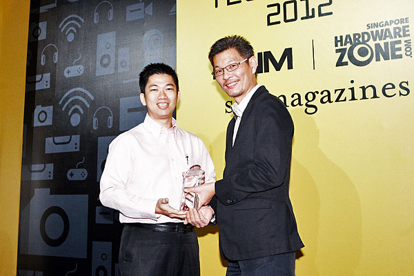 Here's Mr. Winston Goh, Product Marketing Manager of Samsung Asia, receiving the awards on behalf of Samsung. The company was the biggest winner with seven awards, including the Editor's Choice awards for Best 3D Gaming Notebook, Best Smartphone, and Reader's Choice awards for Best LCD TV Brand and Best 3D TV Brand.