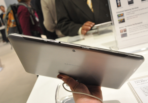 Ports and various card compartments are laid exactly like how they are on the Galaxy Note 10.1 as well.