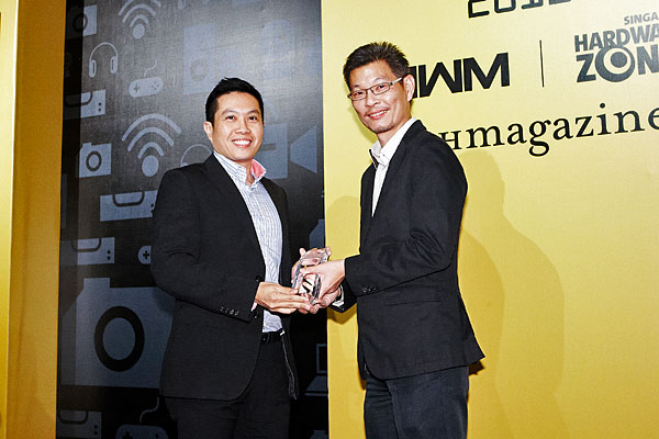 SingTel was once again the winner of the Reader's Choice awards for Best ISP (Singapore) and Best Mobile Operator (Singapore). Accepting the awards was Mr. Derrick Heng, Director (Segment Marketing and Communications), Consumer Marketing, SingTel.