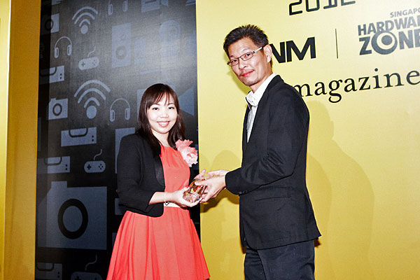 Toshiba won the Editor's Choice award for Best Business Notebook. Accepting the Award was Ms. May from Toshiba Singapore.