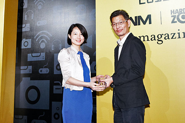 Western Digital won two awards: Editor's Choice for Best HD Media Center, and Reader's Choice for Best External HDD Brand. Here's Ms. Angeline Chong, Senior Channel Marketing Specialist, Western Digital (SEA), accepting the award.