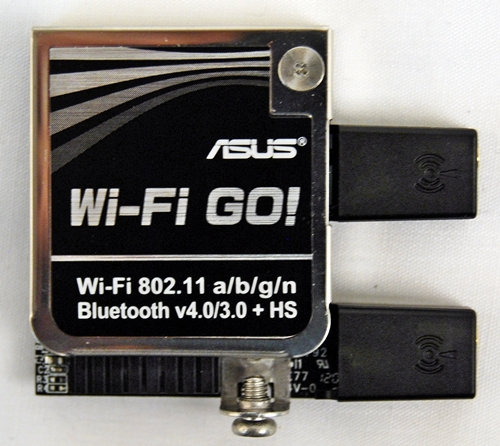 We first laid eyes on such an add-on module from ASUS last year when we were previewing X79 boards at their technical seminar. Now, this Bluetooth/Wi-Fi module has been christened ASUS Wi-Fi GO! card.