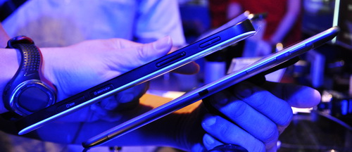 The Galaxy Tab 7.7 is also one of the thinnest tablets, measuring just 7.9mm.