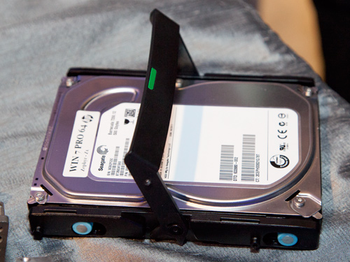 If you want more storage space, you can choose to install a single 3.5-inch drive into the same bay.