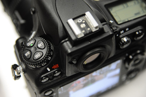The left side of the D800's top plate, similar in layout to the D700, with a new Bracket button added.