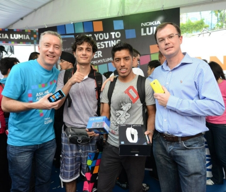 Antony Wilson and Neil Gordon (far right) with the first two customers of the Nokia Lumia 800 – Mahair (next to Antony Wilson) and Rominder (next to Neil Gordon) who lined up as early as 6am at Pavilion KL