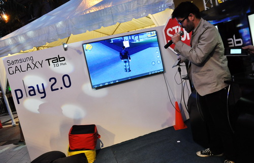 The Play 2.0 showcased the gaming prowess of the new tablets, running big titles like Grand Theft Auto III and being able to project them onto a Samsung LED HDTV.