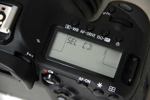 The Mark III will display the same 'SEL' title no matter which manual AF selection mode you switch to. To see which one you're currently in, you have to look through the viewfinder or press the Info button to view mode selection on the LCD.