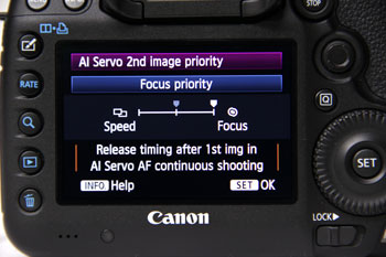 Priority can be set on the maximum continuous shooting speed or on achieving focus on the second shot.