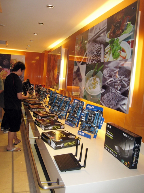 "The main dishes of the buffet spread of hardware are the ones based on the Intel Z77 chipset. Other side dishes include the <a href=""http://www.hardwarezone.com.sg/review-asus-rt-n66u-wireless-n-dual-band-router-beast-unleashed"">ASUS RT-N66U wireless router (which scored well in our tests)</a> as well as some Intel H77-based motherboards."