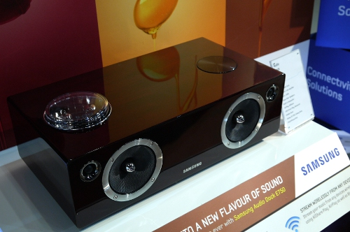 Clad in a mahogany finish, the DA-E750 will feature a unique dual docking system as well as a vacuum tube amplifier. It also has a 100-watt built-in woofer to lend this dock some sonic 'oomph'. The DA-E750 will be available in May 2012.