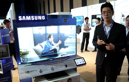 Samsung's flagship ES8000 LED TV model will tout 3D capabilities and a pseudo refresh rate of 800MHz, also known as Clear Motion Rate. Not to be confused with local dimming, the ES8000 will also feature Samsung's Micro Dimming function where the LED backlights and video signal are tuned to achieve peak white levels in areas of lower gradation.