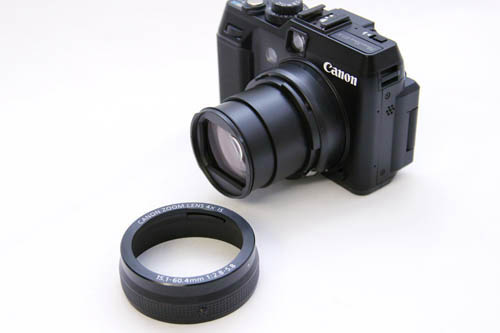 The grilled ring around the lens isn't a control, it's a cover for the bayonet mount which can be removed.