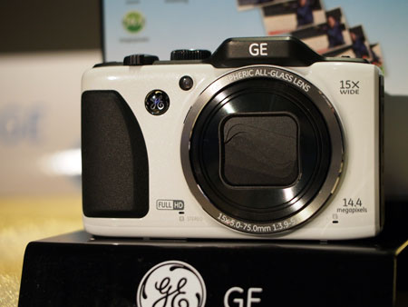 The G100 is GE's 'prosumer' model, with a 14MP sensor and a max. shooting speed of 10 frames per second. The retail price is S$299.
