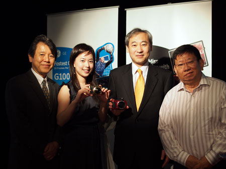 Hiroshi Seki (second from right), President & C.O.O., General Imaging (Asia) with his team from General Imaging headquarters in Hong Kong, and Patrick Peng (far right), CEO of C2O Corporation which will be distributing GE's cameras in Singapore.