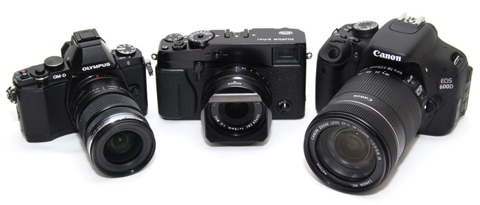 The X-Pro1's size and weight fits in-between that of a high-end mirrorless system camera and an entry-level DSLR camera.
