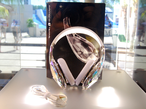 The Diamond Tears offers a 'weird' preposition as the first looks of the product do not make a great impression. It requires strong light to hit the 'crystal' ear cups before it can show off its brilliance.