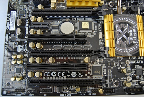 There are three PCIe Gen 3 PEG slots (with their large black latches) and two PCIe x1 slots. We are not sure about the practical usage of the two legacy PCI slots but it should be handy for those who still use them such as good sounds cards. Do note that the top PCIe Gen 3 slot operates at only x16, the middle one at x16/x8 while the last PCIe Gen slot is only capable of operating at x8,