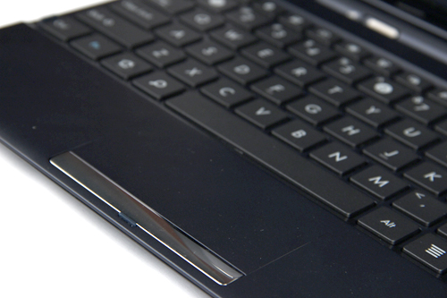 The TF300 has physical left and right click buttons that work well, but something we wished ASUS didn't include and kept to an all touch-based trackpad. Surely it's a cost-related matter that the TF300 had to contend with.