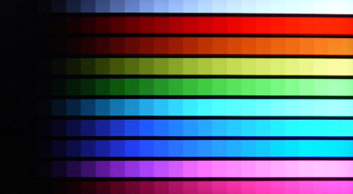 DisplayMate's Color Scales Test: Laudable color gradients and hue differentiation were observed on the LM9600. However, backlight bleeds at the corners might result in contrast and color shifts.