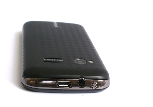 Situated at the top of the handset are the micro-USB port, audio jack for headphones, and the power/lock screen button.