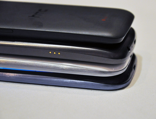 We sort of like the silver touch done to the sides of the Galaxy S III. At 8.6mm thin, it is the thinnest out of the lot (HTC One X = 8.9mm, Samsung Galaxy Nexus = 8.94mm).