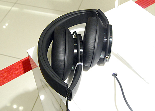 The headphones can be folded up into a compact bundle which helps when carrying the cans on flights or even in your daily-use backpacks.