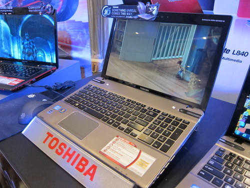 Toshiba's Satellite P850 has two models -- one with glasses-free 3D technology and a 2D variant.