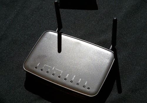 The router's top side is a spartan sight with only a row of status LEDs to show. Besides its support for 3G/4G mobile adapters, the WNR1012 also moonlights as a NAS (network-attached storage) when a hard drive is plugged into its USB slot located by the side.