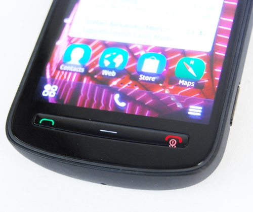The thin button control is accompanied by the adaptive menu bar at the bottom of the screen (it changes depending on what you are doing on the phone) - these form the crux of the user experience behind navigation on the PureView.