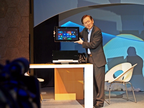 "ASUS CEO Jonney Shih showing off his 18.4-inch ""tablet"" when it is removed from the desktop dock. As pictured with its Metro start screen, it can act as a wireless remote display, allowing you to work away from your desk."