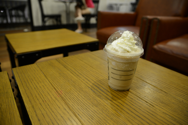 A shot from the Nikon D800 at ISO400, and 36-megapixel resolution. As you can see, the colors are more saturated and image is much sharper at the point of focus (the cup). However, for a mobile phone camera, the 808 PureView performs admirably well in an indoor environment.