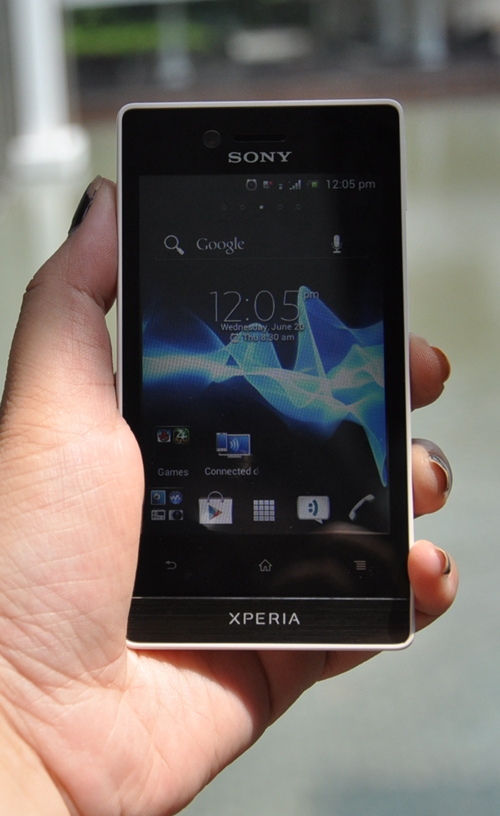 As one of the two entry-level Android 4.0 smartphones introduced today, the Sony Xperia miro is targeted at first time smartphone users.