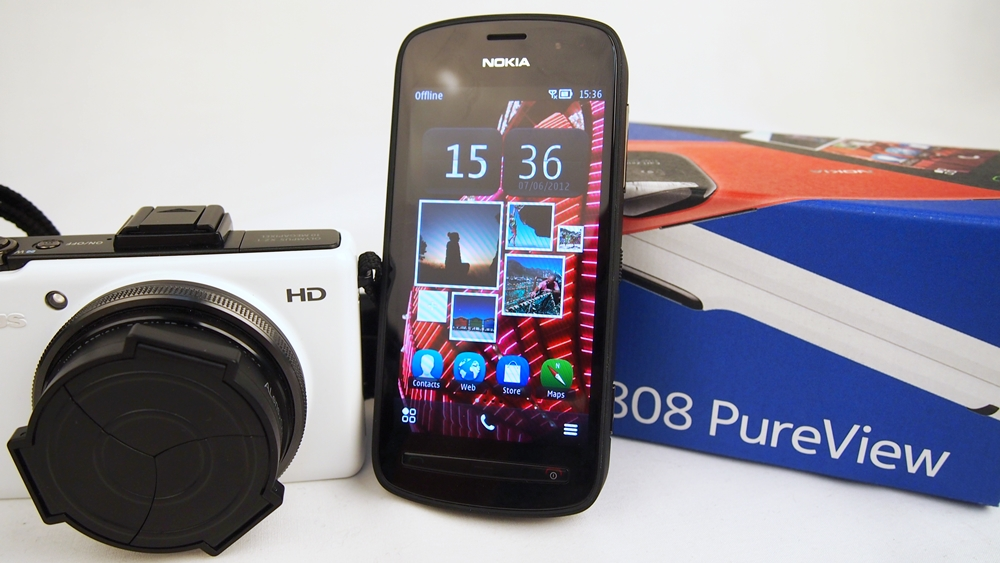How will the Nokia EOS PureView Windows Phone device look like? Seen here is the first PureView device, the Nokia 808.