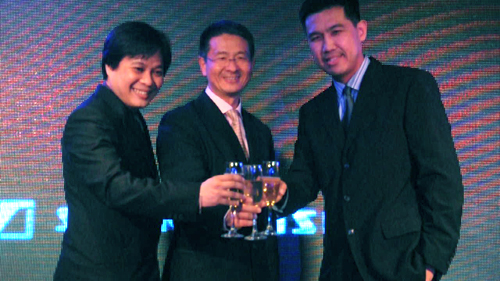 From left to right: Howard Paw - representative from Digits Trading, Ng Chee Soon - President and Managing Director, Sennheiser Asia, and Ricky Sy - President of Iontech Inc. ended the night with a toast to the bright future of Sennheiser.