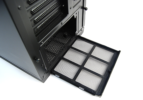 There are dust filters at the bottom too for the PSU bay's air intake area - how thoughtful.