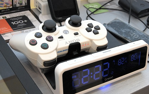 Oregon Scientific's wireless power charging station (designed with the Qi standard) doubles up as large alarm clock with visual charging status indicators on the display. In this example, an adapter mounts to the PS3's controller to act as a wireless power charging receiver and when placed on the flat charging area of the alarm clock, the PS3 controller starts to charge.