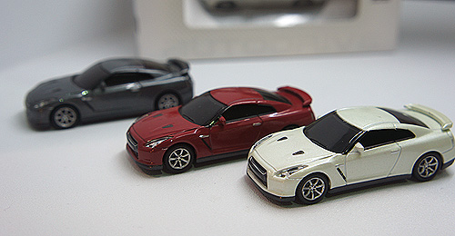 Flash drives modeled after what is arguable the most bang for buck performance car in the world - the Nissan GT-R.