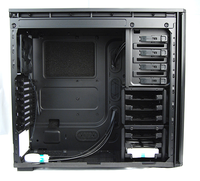 The internals of the Corsair 550D is spacious and has a neat and logical layout.