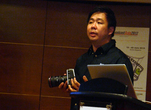 Mr Richard Lim, Director of Blackmagic Design Asia, telling us about the finer points of the simple yet stylish Cinema Camera.