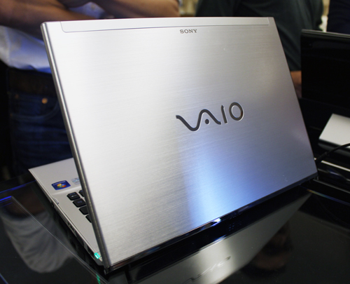 The lid of the VAIO T features Sony's 'Hairline' aluminum - essentially a heavily brushed aluminum finish.