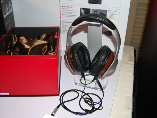 The Denon AH-D7100 are meant to be the flagship product from the new headphones launch.
