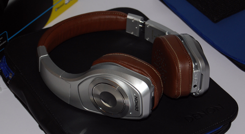 Silver, sexy and sleek, the AH-NCW500 comes with digital noise-cancelling technology.