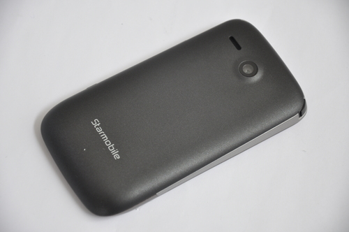The handset is built with a 3.2-megapixel rear camera, which is good for taking images and basic videos. Unfortunately, the T601i lacks a front camera that is already a staple in most smartphones.