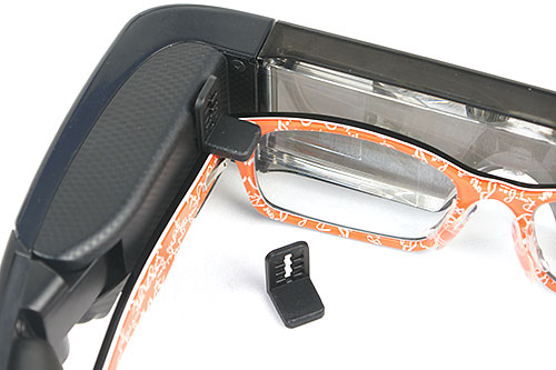 Use the clips on both sides to support the headset if you're wearing glasses. If the fit is poor, remove them and play around with the nose pads instead.