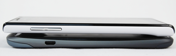 You can't really tell the difference in thickness between the Huawei Ascend P1 (top) and the HTC One S (bottom).