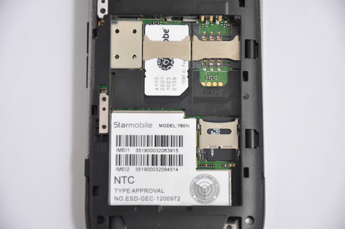 A look inside the T601i, (with battery removed) shows two slots for two different SIM cards. On the lower right, the slot for the microSD card is shown as well.