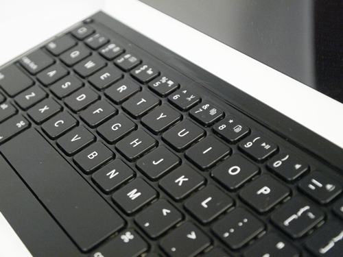Dedicated shortcut functions on the Logitech accessory can only be accessed while pressing the FN key as well. Thankfully, functions were more varied due to the fact that it is made specifically for use with an iPad. Aside the usual volume and play/pause options, you can also cut/copy texts or objects and open a virtual keyboard.
