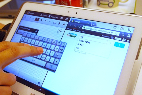 Long press on the floating keyboard to move it around on the screen. With the S Note opened on the right and a web browser on the left, the Galaxy Note 10.1 provides a cohesive note-taking experience.