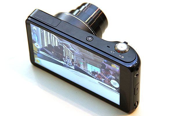 The large touchscreen enables Samsung to cut down on the number of physical controls on the camera.